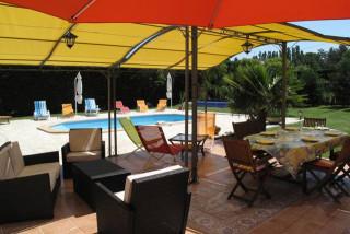 L'Etape Provençale - Terrasse et Piscine