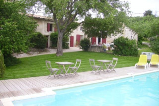 Mas des Micocouliers - Swimming pool and outside view