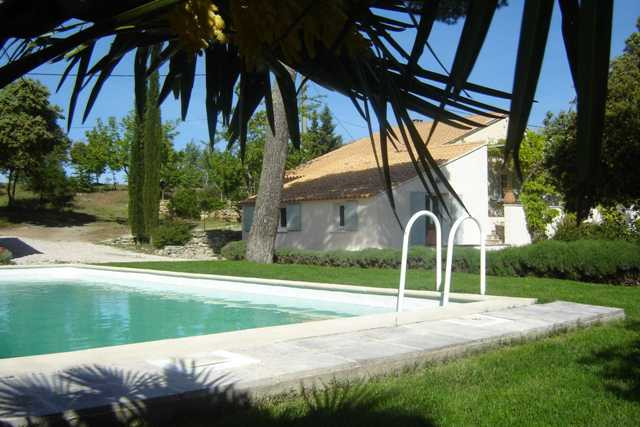 La Tangana - Swimming pool and outside view