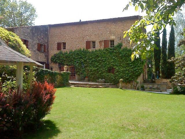 Le Vieux Moulin - Parc et vue extérieure